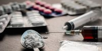 madde bağımlılığı nedenleri, madde bağımlılığını başlatan etkenler, madde bağımlılığını tetikleyen şeyler