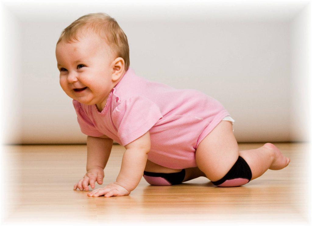 bebeklerde emekleme, emekleyen bebeğe göz kulak olma, bebek oyuncakları